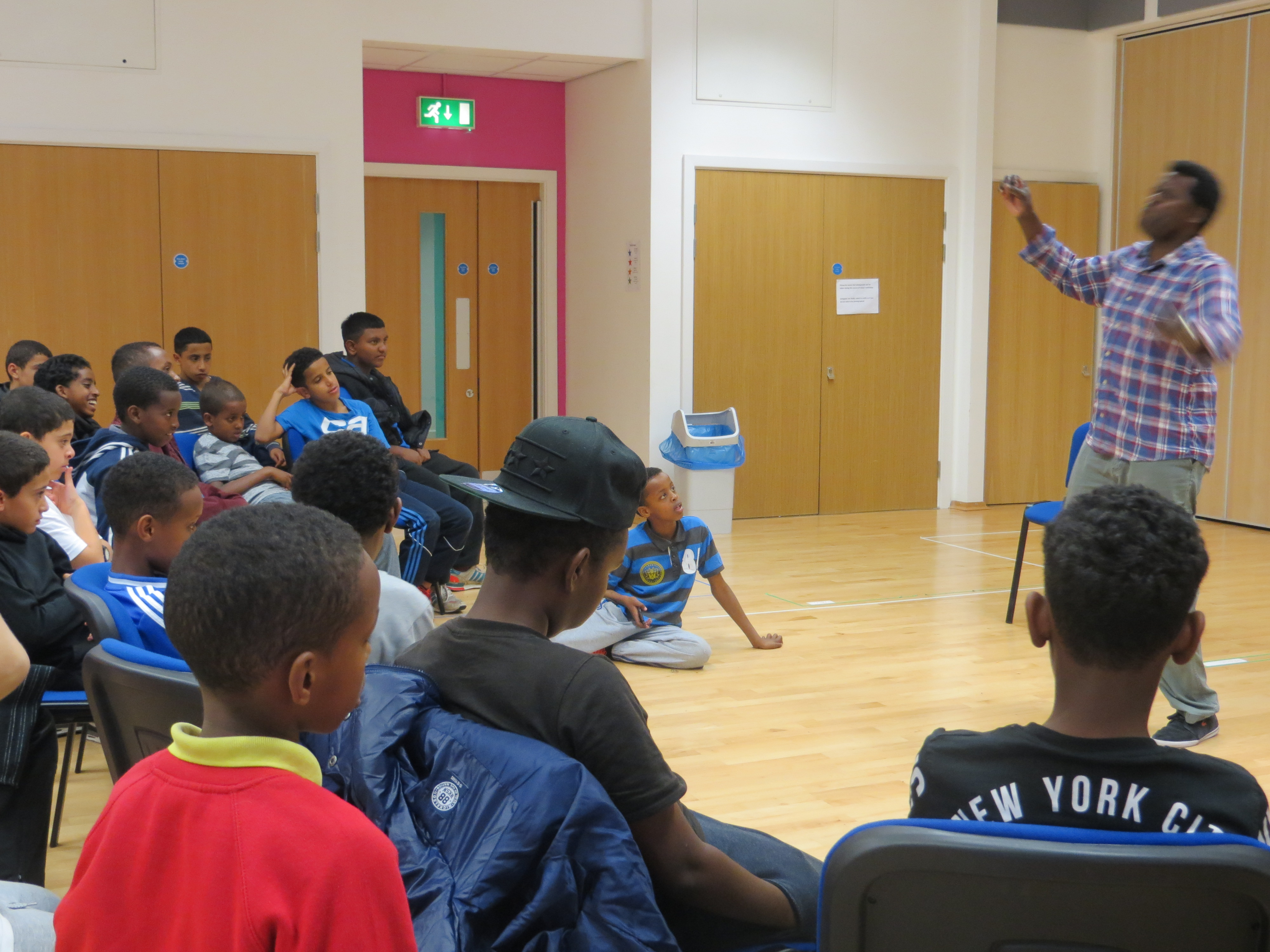 Performing_for__youths_at_Butetown_Youth_Pavillion_Oct_2014